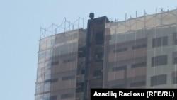 Bu ilin mayında Binəqədidə bu binada baş vermiş yanğında 15 nəfər ölüb