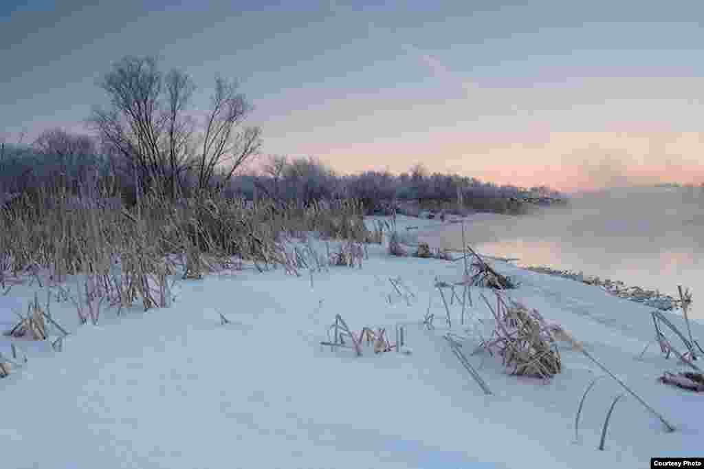 9:19:43. Панорама күренеше өчен төшерелгән фото. Метеорит шартлауга берничә секунд калганда көнчыгыш күренеше. Шартлау уң якта булачак
