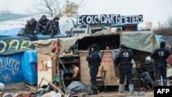 """Kamp u Calaisu ili """"džungla"""""""