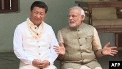 Глава КНР Си Цзиньпин и премьер-министр Индии Нарендра Моди