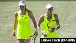 Українські тенісистки, сестри-близнюки, Надія Кіченок (ліворуч) і Людмила Кіченок (архівне фото)