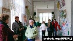 У школе, дзе калісьці працаваў Уладзімер Караткевіч. Падчас перапынку