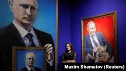 "La expoziția ""SUPERPUTIN"" deschisă la Moscova"