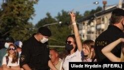 Адна з прысутных у Кіеўскім сквэры 6 жніўня