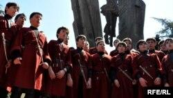 Не все дети смогут стать хормейстерами, но каждый из них будет исполнять грузинскую песню так, как искусно пели ее их предки