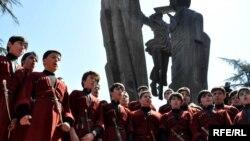 """Gürcü folklor qrupu """"Dedaena"""" (Ana Dili) Tbilisidə çıxış edir, 14 aprel 2010"""