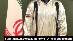 Скафандр будущего иранского космонавта – оказавшийся дешевым американским детским карнавальным костюмом