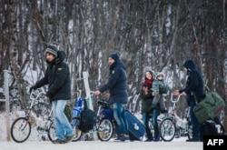Сирийские беженцы в Норвегии после пересечения границы с Россией. Ноябрь 2015 года