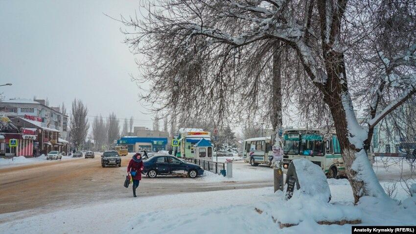 «Им постоянно что-то мешает». Крымских чиновников критикуют за «снежный коллапс»
