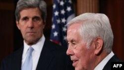 Глава комитета по внешним связям американского сената Джон Керри и сенатор Ричард Лугар