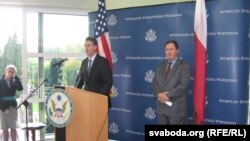 Амбасадар ЗША у Польшчы Лі Фэйнстэйн прамаўляе