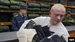 A Russian recruit carries his newly issued uniform during call-up. (file photo)