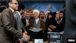 Али Акбар Хашеми Рафсанджани регистрирует свою кандидатуру на президентские выборы. Тегеран, 11 мая 2013 года.
