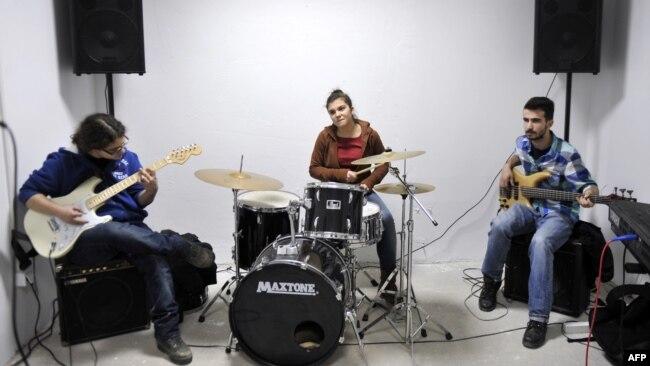 """Shkolla """"Rock"""", në Mitrovicë"""