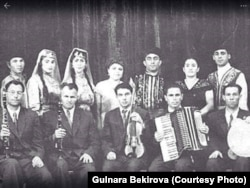 Ансамбль «Хайтарма». Фикрет Салединов со скрипкой. Архив автора