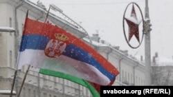 Сэрбскі флаг у Менску