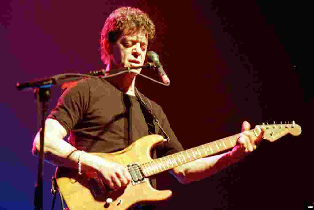 Лу Рид на концерте во Франции в 2000 году.