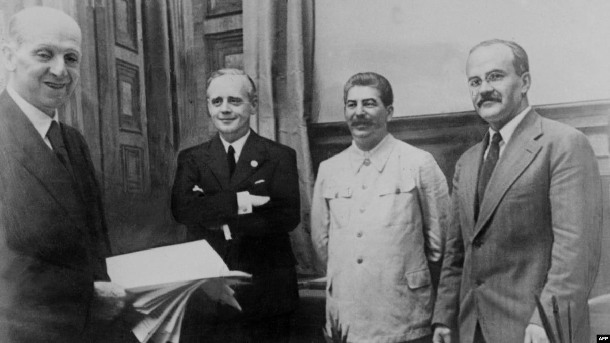Зеленский во время визита в Израиль должен был бы обратить внимание на Путина и Сталина (обзор прессы)