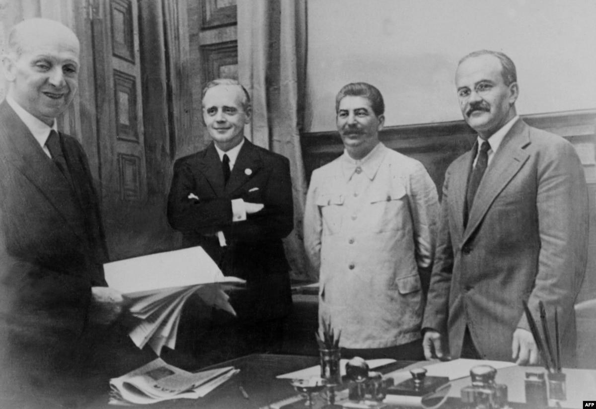 Как Сталин с Гитлером Европу делили: 80 лет Пакту Молотова-Риббентропа