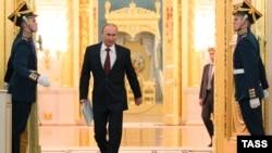 Vladimir Putin Kremldə Federasiya Məclisi qarşısında çıxışa gələrkən. 12 dekabr 2012