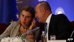 Թուրքիայի արտգործնախարար Մևլութ Չավուշօղլուի և Եվրամիության արտաքին քաղաքականության ղեկավար Ֆեդերիկա Մոգերինիի համատեղ ասուլիսը Անկարայում, 8-ը դեկտեմբերի, 2014թ․