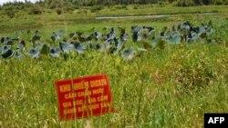 Qırmızı poster zəhərli ərazini göstərir, Vyetnam Müharibəsi vaxtı Sovet hava bazasının yerləşdiyi ərazi