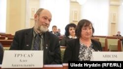 Алег Трусаў і Алена Анісім падчас пасяджэньня