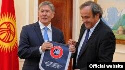 Атактуу футболчуну Кыргыз президенти кабыл алды.