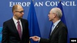 Premierul Ucrainei, Arseni Iațeniuk, împreună cu Herman Van Rompuy, președintele Consiliului Europei, la Bruxelles, la 6 martie