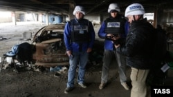 OSCE monitors in Donetsk (file photo)