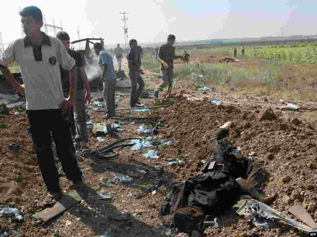 4 палестинских боевика убиты в секторе Газа в столкновении с израильскими военными. Перестрелка произошла при попытке группы вооруженных палестинцев пересечь границу с Израилем (AFP)