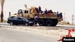 Тикритти басып алган согушкерлер аскердик унаада. 12-июнь, 2014-жыл.
