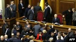 Ukrayna - müxalifətçilər parlamentin rəyasət heyətini zəbt edib, 4 dekabr 2013