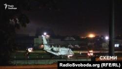 Літак, на якому прилетів народний депутат від «Народного фронту» Андрій Іванчук