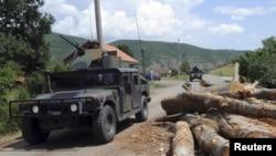 Селото Зубце кај Зубин Поток во северно Косово на 5 август 2011 година.