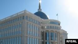 Ақорда ғимаратының сыртқы көрінісі. Астана, 6 қазан, 2009 жыл.