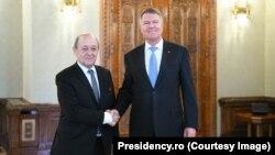 Ministrul francez de externe Jean-Yves Le Drian şi preşedintele României Klaus Iohannis