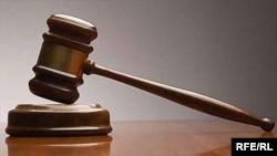 В назначенное время адвокаты обвиняемых готовились к началу судебного слушания