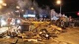 Друга ніч протестів у Мінську: сутички з ОМОНом та барикади (відео)