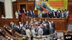 Опозиція блокує трибуну, 24 травня 2012 року