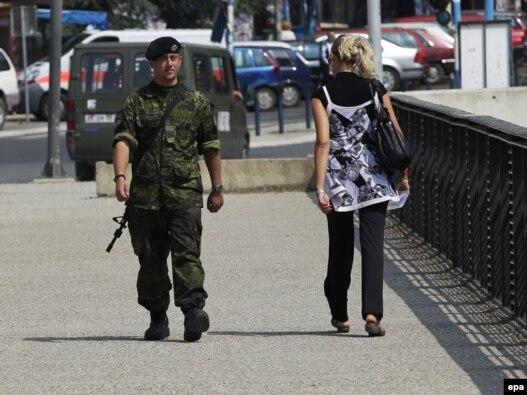 Most izmeću sjevernog i južnog dijela Mitrovice, arhivska fotografija