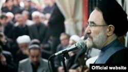 Бывший президент Ирана Мохаммад Хатами выступает на митинге. Тегеран, 14 апреля 2013 года.