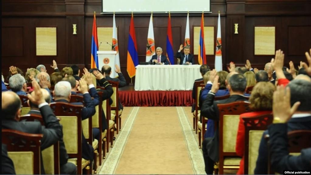 СМИ: Саргсян предложил на пост председателя РПА Карапетяна вместо себя