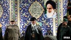 علی خامنهای در جمع بسیجیان در مصلای تهران