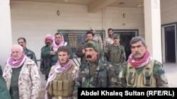 مقاتلون يزيديون في منطقة شرف الدين قرب جبل سنجار في 3 آذار 2015