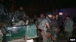 На месте взрыва в Кабуле (17 января 2014 года)