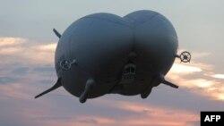 """Гибридный дирижабль """"Эйрландер-10"""" совершает первый полет"""