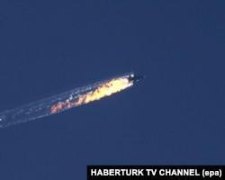 Российский боевой самолет Су-24, сбитый турецкими истребителями. 24 ноября 2015 года.