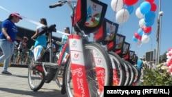 Велосипеды в центре Шымкента. 9 июля 2016 года.