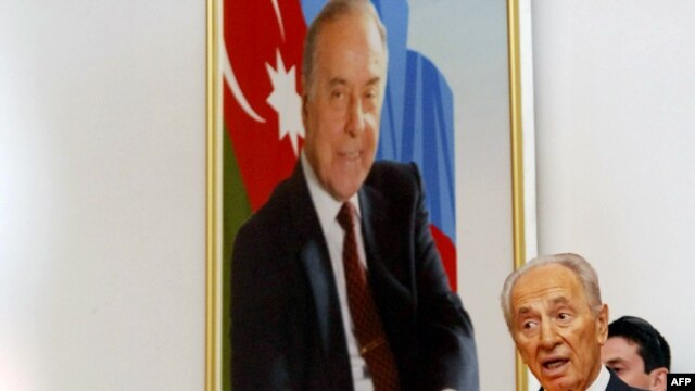 Israeli President Shimon Peres delivers a speech at Baku University. Azerbaijan welcomed his visit as an opportunity to forge closer economic and defense trade ties.